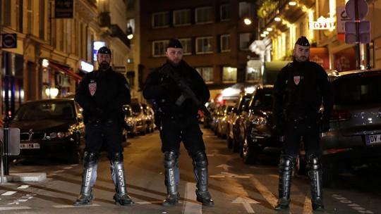 Tấn công khủng bố tại Paris, nhiều người thương vong - Ảnh 1.