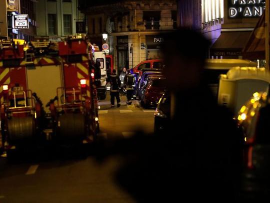 Tấn công khủng bố tại Paris, nhiều người thương vong - Ảnh 2.