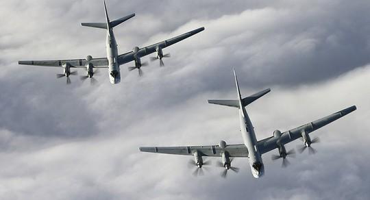Mỹ xuất kích Chim ăn thịt F-22 chặn Gấu Tu-95 của Nga gần Alaska - Ảnh 1.