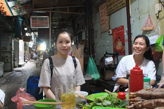Lạc bước vào ngõ thiên đường đồ ăn Việt khiến du khách mê đắm - Ảnh 11.