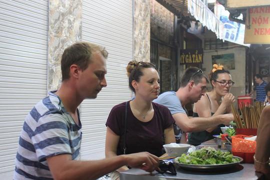 Lạc bước vào ngõ thiên đường đồ ăn Việt khiến du khách mê đắm - Ảnh 4.