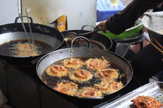 Lạc bước vào ngõ thiên đường đồ ăn Việt khiến du khách mê đắm - Ảnh 5.