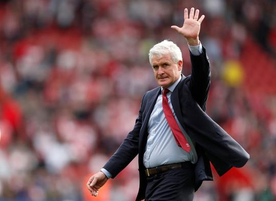 Mừng trụ hạng, sao Premier League lột đồ giữa sân - Ảnh 6.