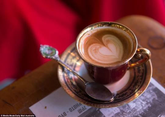 Mẹ bầu dùng caffeine: ảnh hưởng con nhiều năm sau - Ảnh 1.