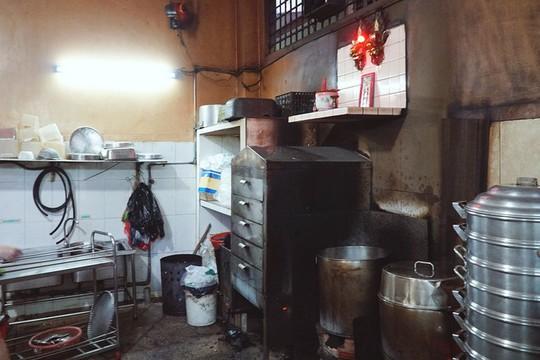 Quán gà ác tiềm thuốc bắc gốc Quảng Đông ba đời ở Sài Gòn - Ảnh 4.