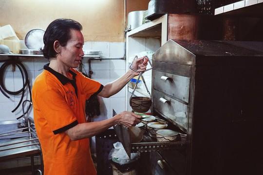 Quán gà ác tiềm thuốc bắc gốc Quảng Đông ba đời ở Sài Gòn - Ảnh 6.