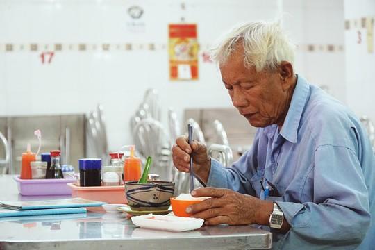 Quán gà ác tiềm thuốc bắc gốc Quảng Đông ba đời ở Sài Gòn - Ảnh 9.