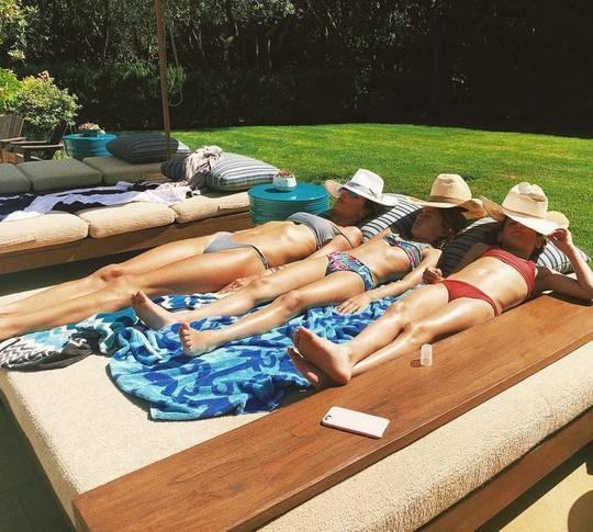 Dàn sao Hollywood khoe 3 vòng nóng bỏng kỳ nghỉ đầu hè - Ảnh 6.