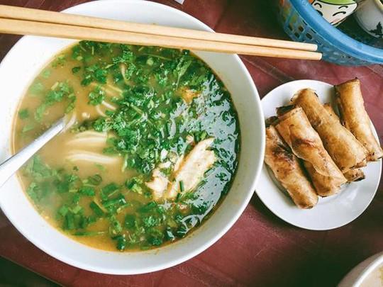 Đến Quảng Bình uống tiết mãng xà biển, ăn gỏi thủy quái - Ảnh 8.