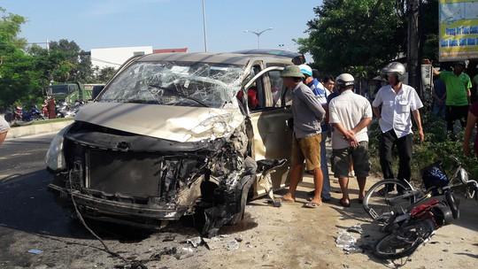 Xe tải va chạm với xe du lịch, 6 người bị thương nặng - Ảnh 3.