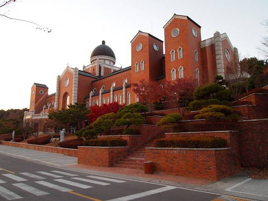 Mê đắm ngôi trường siêu đẹp trong hơn 100 bộ phim Hàn Quốc - Ảnh 3.