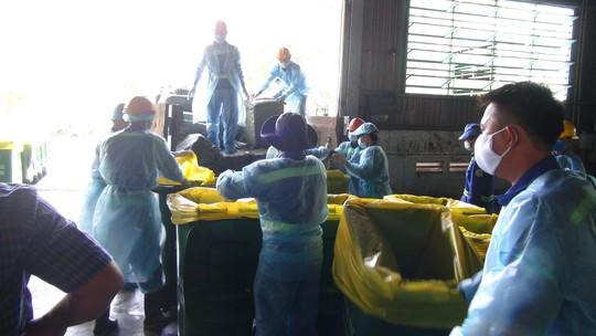 Gần 14 tấn vú heo thối của Trung Quốc suýt vào nhà hàng - Ảnh 4.