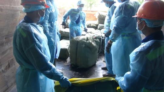 Gần 14 tấn vú heo thối của Trung Quốc suýt vào nhà hàng - Ảnh 1.