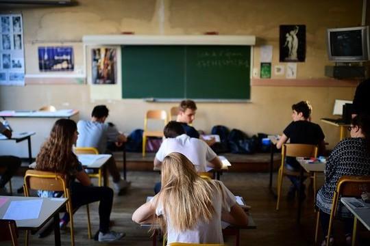 Trường học bắt học sinh phải cười khi đi ở hành lang - Ảnh 1.