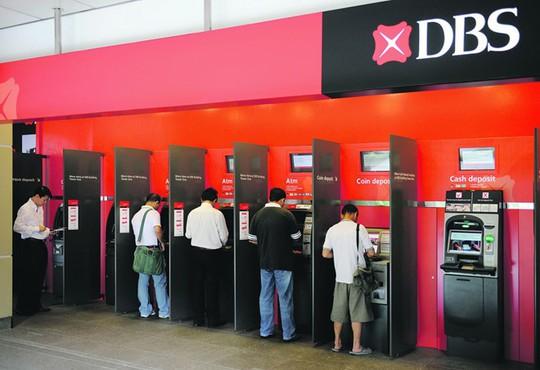 Người dùng thẻ ATM ở các nước có trả phí rút tiền? - Ảnh 2.