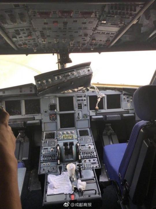Mỹ: Hành khách thoát y la hét trên máy bay - Ảnh 3.