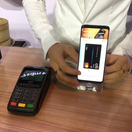 Rút tiền tại máy ATM bằng Samsung Pay không cần dùng thẻ - Ảnh 1.