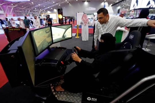Niềm vui đến muộn cho phụ nữ Ả Rập Saudi - Ảnh 1.