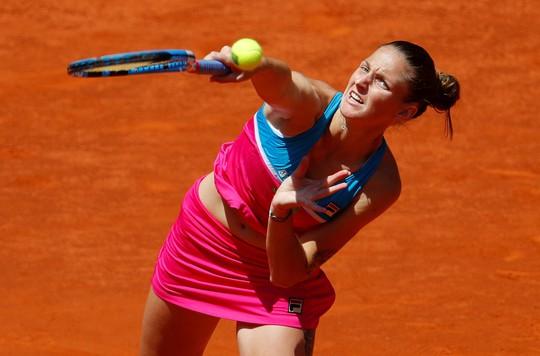 Tức giận vì thua cuộc, Karolina Pliskova đập vợt vào ghế trọng tài - ảnh 1