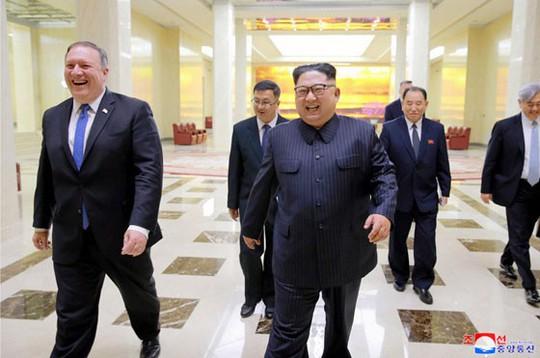 Người đưa tin từ địa ngục trên bàn họp với ông Kim Jong-un - Ảnh 3.