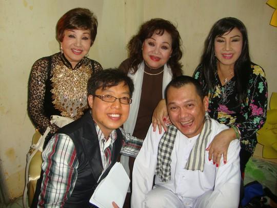 Nghệ sĩ Hồng Nga Viết hồi ký bằng live show - Ảnh 2.