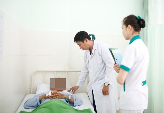 """Phẫu thuật thành công cho bệnh nhân 40 tuổi bị gãy """"của quý"""" - Ảnh 1."""