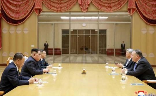 Người đưa tin từ địa ngục trên bàn họp với ông Kim Jong-un - Ảnh 2.
