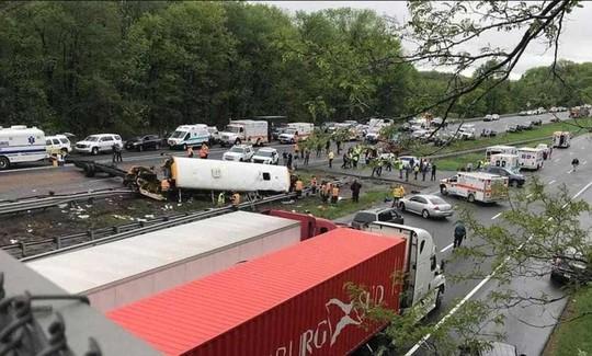 Va chạm xe tải, đầu xe buýt đứt lìa, 2 người chết - ảnh 5