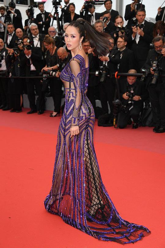 Vũ Ngọc Anh mặc váy mỏng tang ở LHP Cannes - Ảnh 8.
