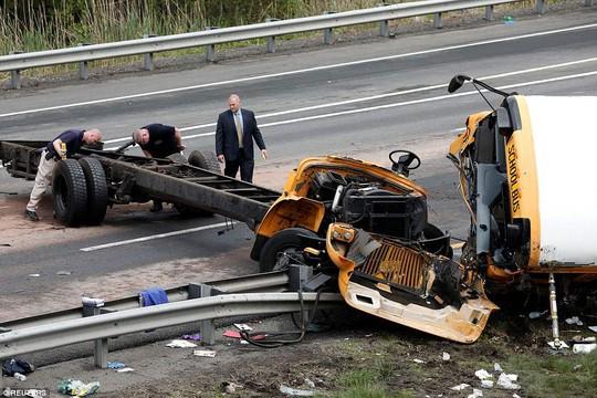 Va chạm xe tải, đầu xe buýt đứt lìa, 2 người chết - ảnh 7