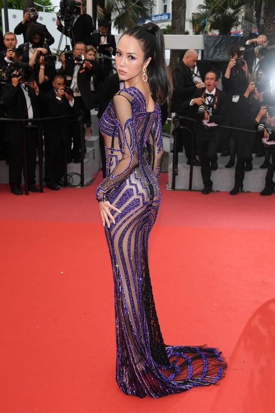 Vũ Ngọc Anh mặc váy mỏng tang ở LHP Cannes - Ảnh 7.