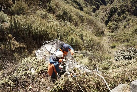 Những cung đường trekking đẹp nhưng nguy hiểm - Ảnh 8.