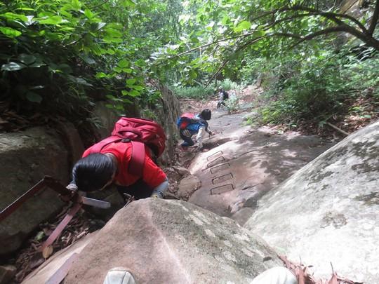 Những cung đường trekking đẹp nhưng nguy hiểm - Ảnh 10.