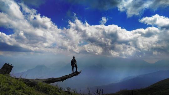 Những cung đường trekking đẹp nhưng nguy hiểm - Ảnh 5.