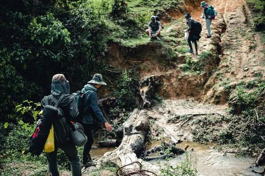 Những cung đường trekking đẹp nhưng nguy hiểm - Ảnh 4.