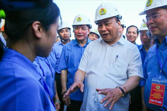 Thủ tướng: Phải ưu tiên cho công nhân bức xúc về chỗ ở được mua nhà - Ảnh 1.