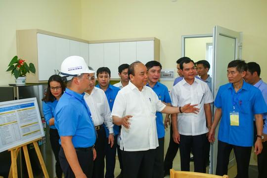 Thủ tướng: Phải ưu tiên cho công nhân bức xúc về chỗ ở được mua nhà - Ảnh 2.