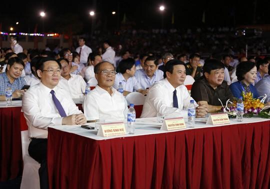 Nam Đàn được công nhận chuẩn nông thôn mới vào ngày sinh nhật Bác - Ảnh 2.