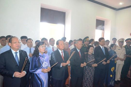 Nguyên Thủ tướng Nguyễn Tấn Dũng dâng hương Chủ tịch Hồ Chí Minh - Ảnh 6.