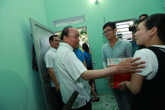 Thủ tướng: Phải ưu tiên cho công nhân bức xúc về chỗ ở được mua nhà - Ảnh 6.