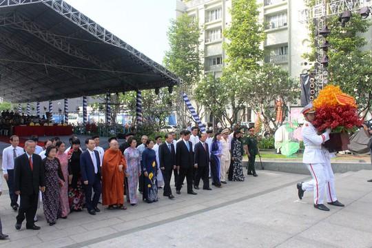 Nguyên Thủ tướng Nguyễn Tấn Dũng dâng hương Chủ tịch Hồ Chí Minh - Ảnh 3.