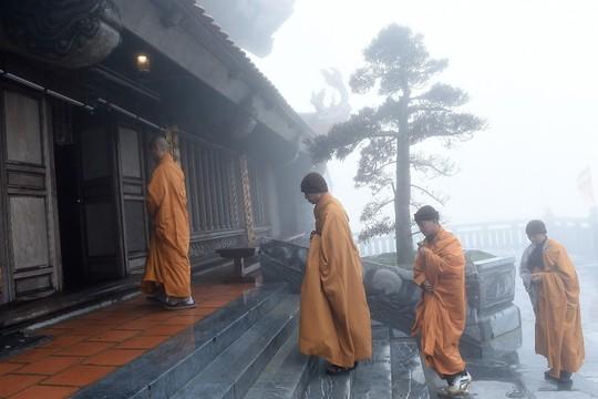 Hành hương mùa Phật đản, quý tăng ni cả nước được miễn phí vé cáp treo Fansipan - Ảnh 2.