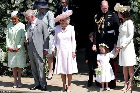 Công chúa Charlotte làm tan chảy trái tim khách mời trong đám cưới hoàng gia - Ảnh 7.