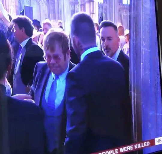 Elton John hôn David Beckham trong đám cưới Hoàng tử Anh - Ảnh 5.
