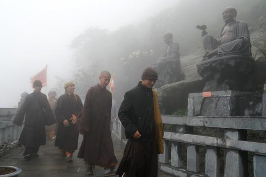 Hành hương mùa Phật đản, quý tăng ni cả nước được miễn phí vé cáp treo Fansipan - Ảnh 3.
