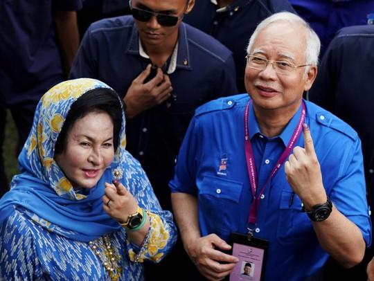 Vợ cựu thủ tướng Malaysia nhuộm tóc 1 lần bằng hơn cả tháng lương người dân - Ảnh 1.