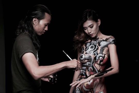 Vụ người mẫu kiện họa sĩ hiếp dâm: Dễ dãi khỏa thân - Ảnh 1.