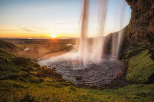 10 bức ảnh đốn tim du khách tại quốc gia băng đảo Iceland - Ảnh 1.
