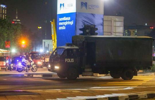 Vụ ông Najib: Cảnh sát Malaysia mỏi tay đếm tiền tịch thu được - Ảnh 2.