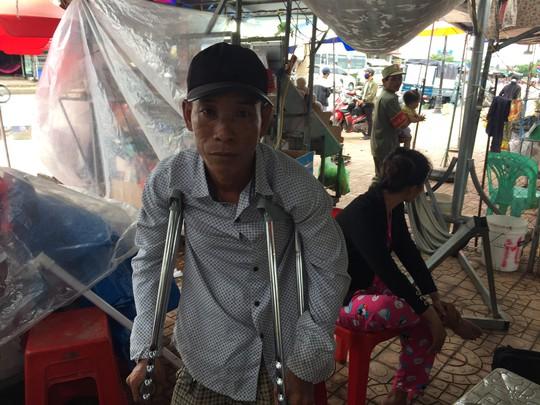Tịch thu 550 tờ vé số, gọi người khuyết tật là thằng què - Ảnh 1.